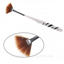 Short 13 cm fan brush...